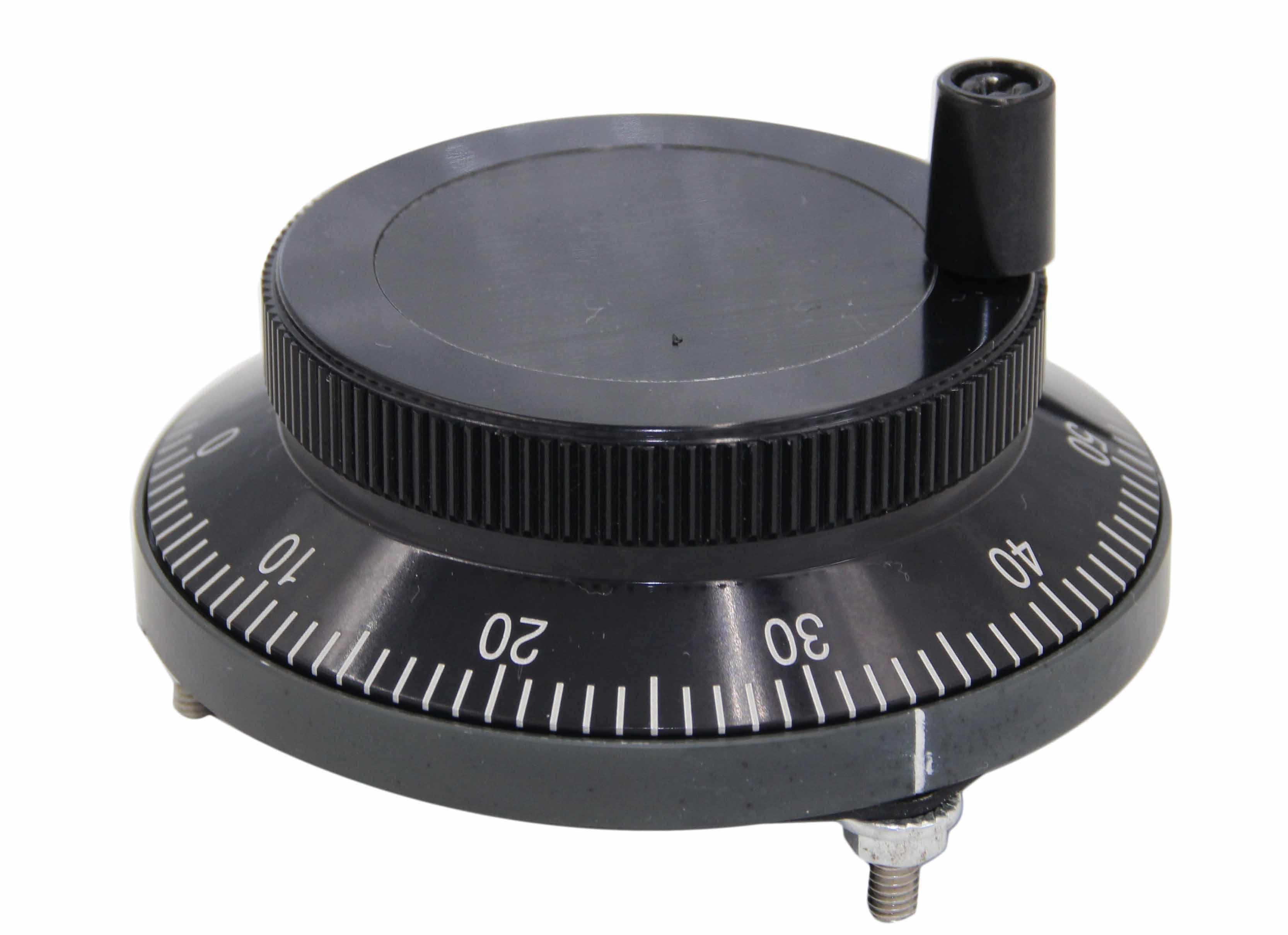 手轮 手轮是一种光电旋转编码器,用于数控机床、印刷机械等的零位补正和信号分割。当手轮旋转时,编码器产生与手轮运动相对应的信号。通过数控系统选定座标并对座标进行定位。